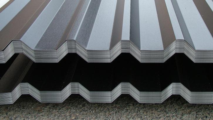 Atap baja ringan yang beredar di pasaran memiliki berbagai jenis profil. (Foto: Cladco.co.uk)