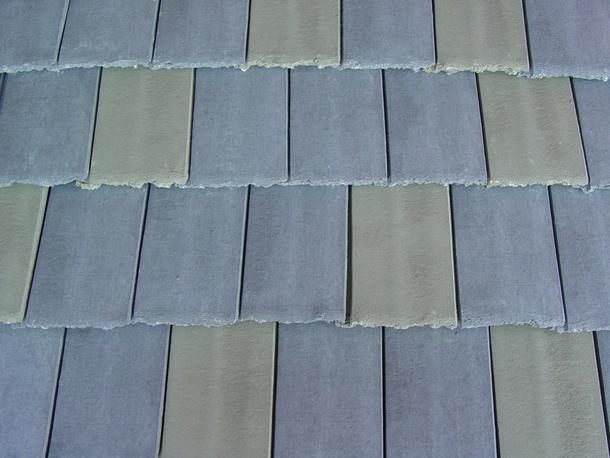 Meski dari beton, warna dan bentuk jenis genteng ini tetap bisa bermacam-macam. (Foto: Auburntile.com)