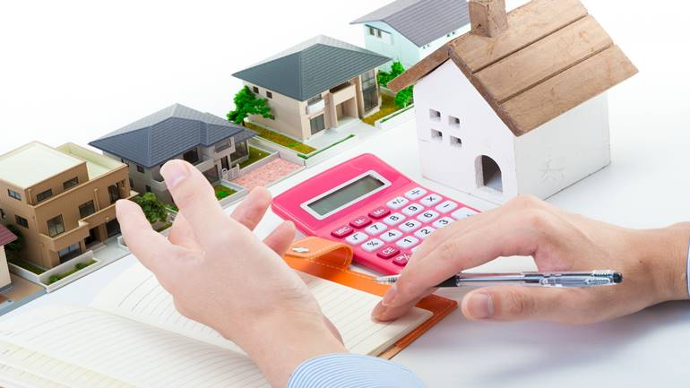 Home sales, the hands of the businessman