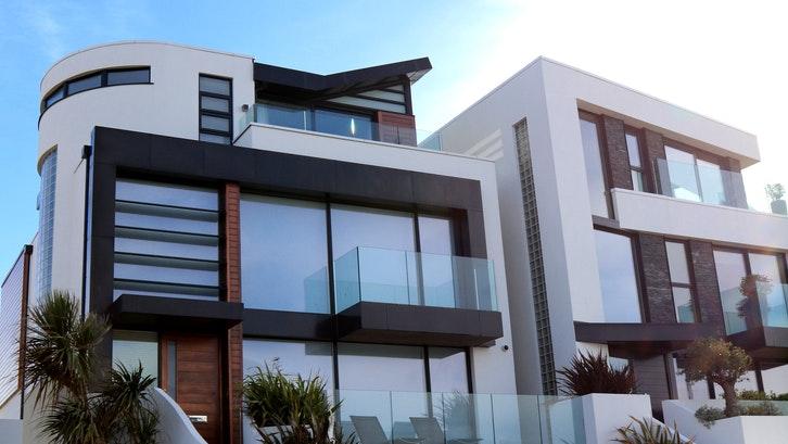 Menentukan material yang tepat akan berdampak pada kualitas bangunan Anda. (Foto: Pexels – Expect)