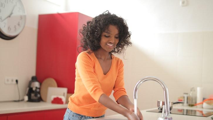 Ada banyak variasi bak cuci yang bisa dipilih. (Foto: Andrea Piacquadio-Pexels)