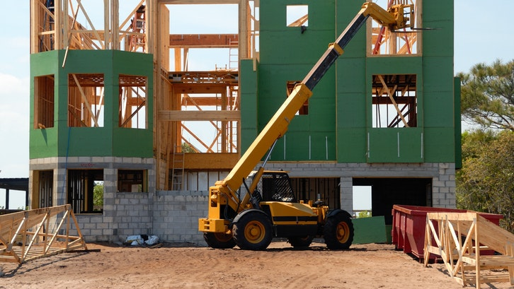 Terdapat berbagai macam jenis bahan bangunan yang dapat Anda jadikan referensi. (Foto: Pexels – Pixabay)