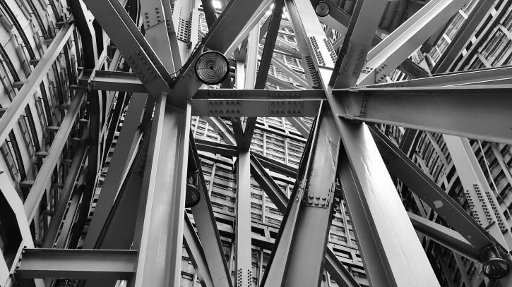 Metal banyak digunakan sebagai untuk bangunan besar(Foto: Pexels – Pixabay)