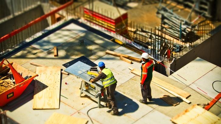 Harga bahan bangunan berbeda beda tergantung jenis dan mereknya. (Foto: Pexels – Pixabay)