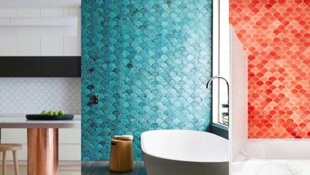 Keramik dinding dengan pola sisik ikan mampu membuat tampilan rumah menjadi unik dan menarik. (Foto: Lifestylehomebuilders.com)
