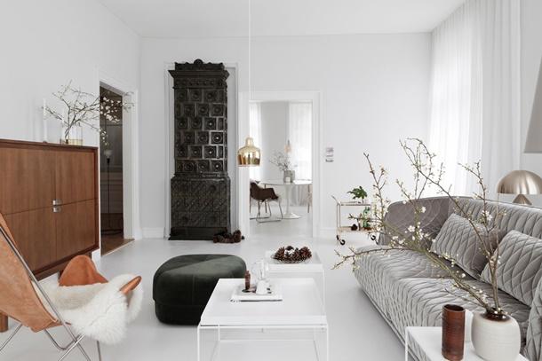 Jika ruangannya sudah tak bisa diakali, tempatkan saja perabot mewah sebagai pusat interior rumah minimalis. (Foto: teamhom.com)