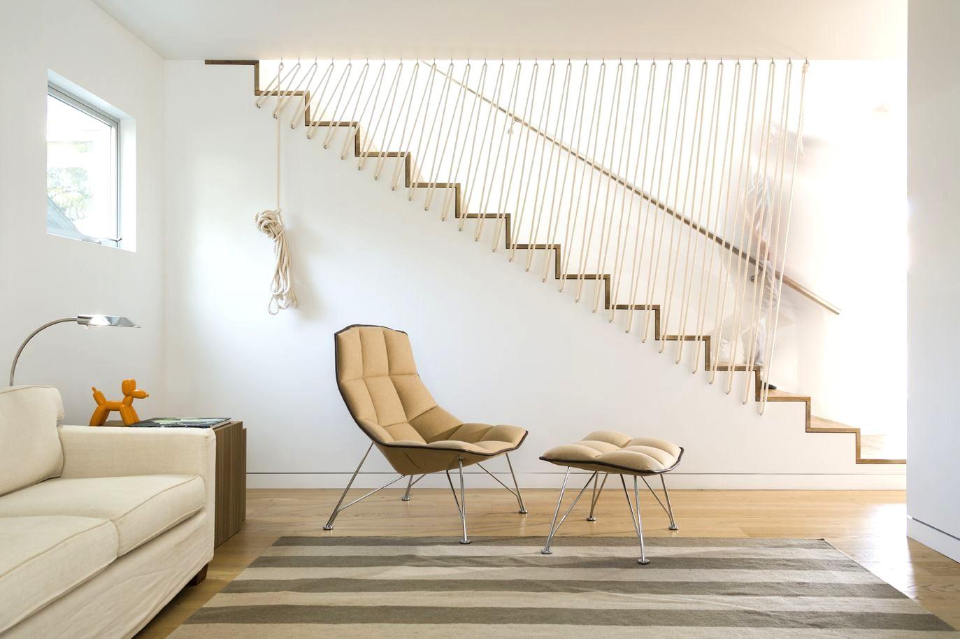 Berkat railing tangga ini, kreativitas dalam sebuah ruang memberi nilai lebih pada rumah. (Foto: rileyarchitects.com)