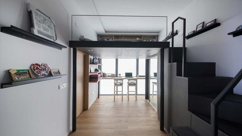 Mezzanine floor in a Singapore apartment