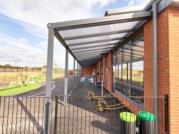 """Penggunaan material non-kayu pada kanopi baja ringan merupakan langkah """"hijau"""" yang baik. (Foto: Kensingtonsystems.co.uk)"""