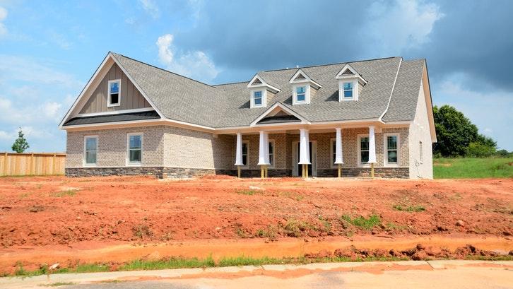Desain atap ini menambah keestetikan rumah Anda. (Foto: Pexels – Pixabay)
