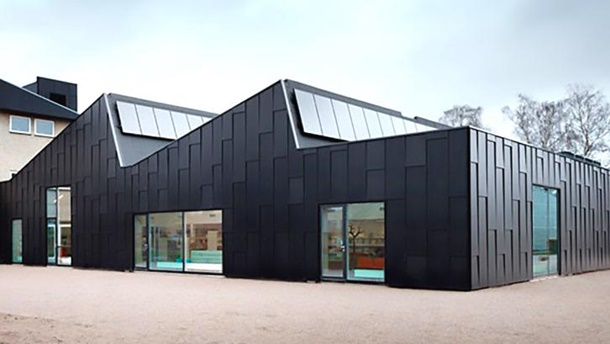 Atap gergaji memiliki bidang-bidang yang tidak sama lerengnya sehingga seolah seperti gergaji. (Foto: Inhabitat.com)