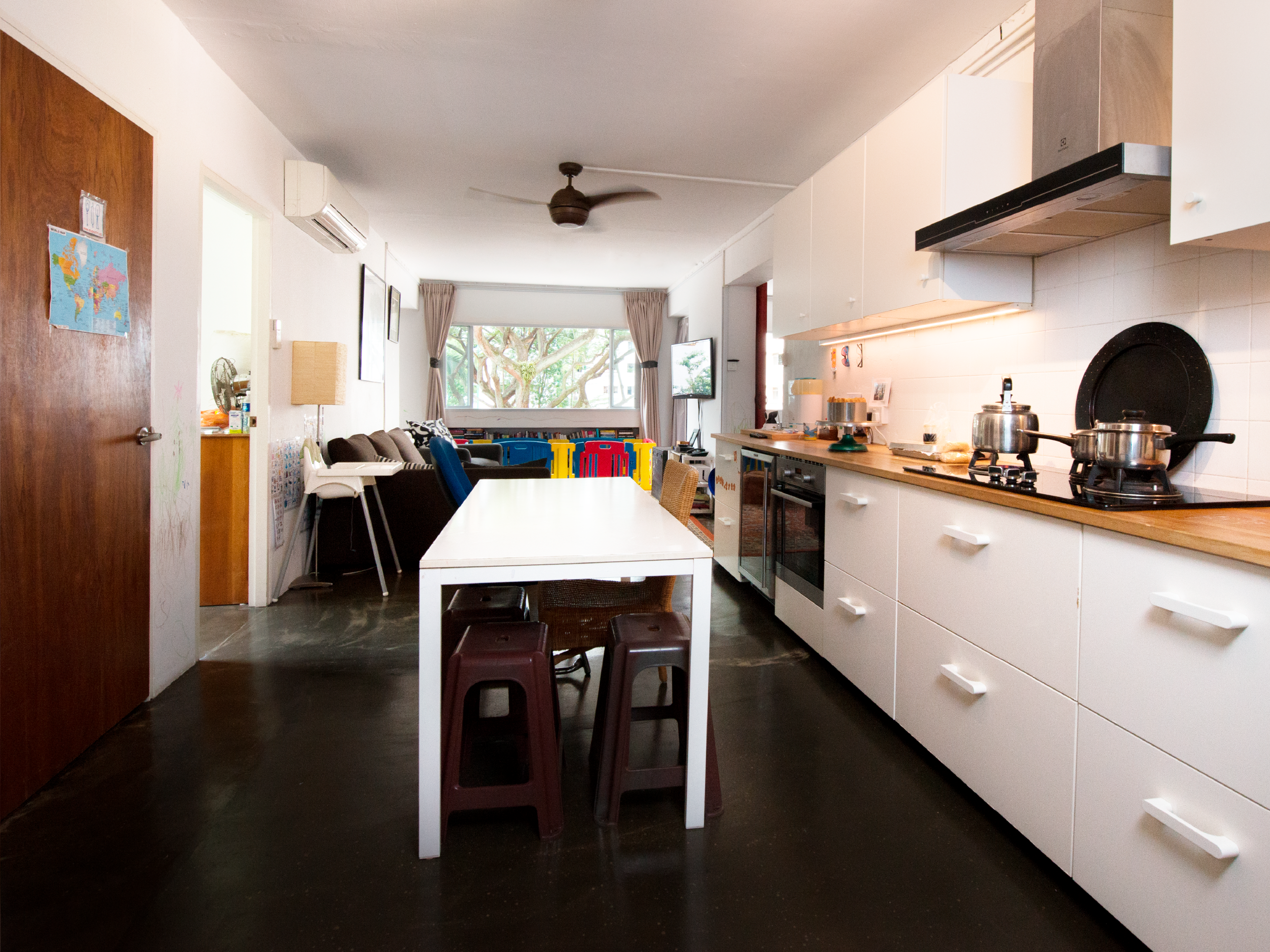 A 5-room HDB flat in Jalan Bukit Merah for a interracial couple.