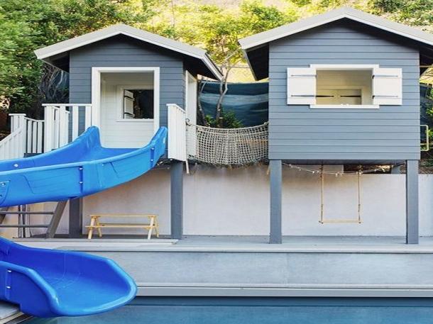 Caption: Seluncuran air di sisi kolam renang tidak hanya berfungsi sebagai hiasan. (Foto: House Beautiful)
