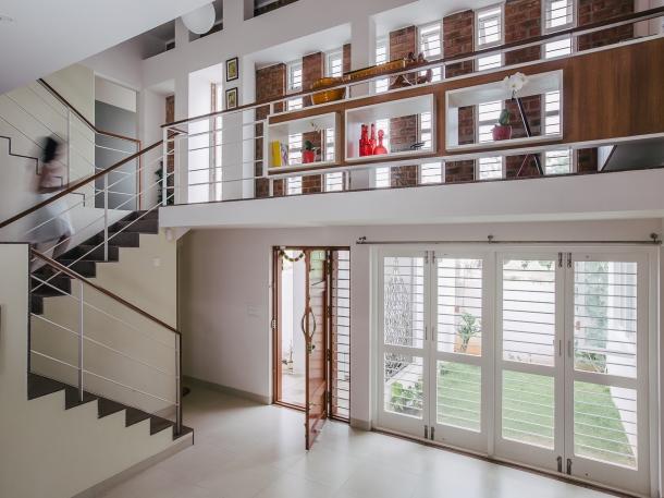 Luas mezzanine biasanya mencapai sepertiga dari luas ruangan yang akan dibangun mezzanine di atasnya. (Foto: ArchDaily)