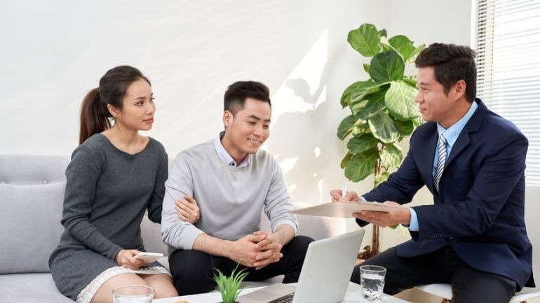 The 8 Pros and Cons of Hiring a Mortgage Broker   PropertyGuru Malaysia