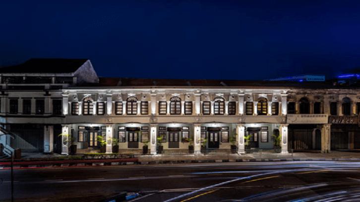 Barisan bangunan ruko lama di Asean yang direstorasi menjadi berbagai bangunan baru. (Foto: Deezen)