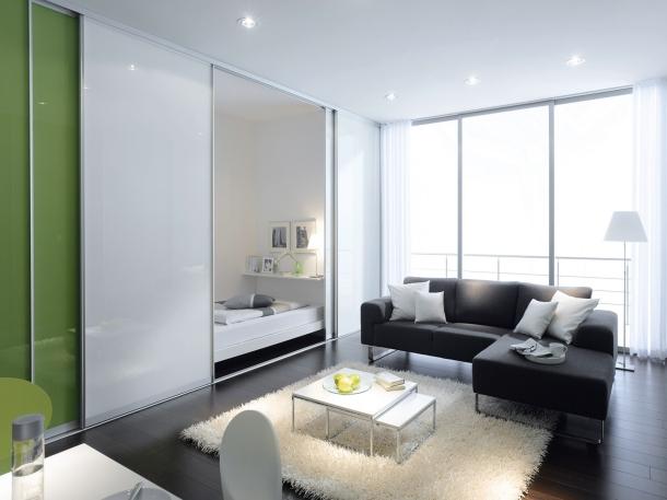 Pintu geser dapat menjadi pilihan untuk pintu kamar di apartemen studio atau rumah dengan ukuran kecil. (Foto: notasponge.com)