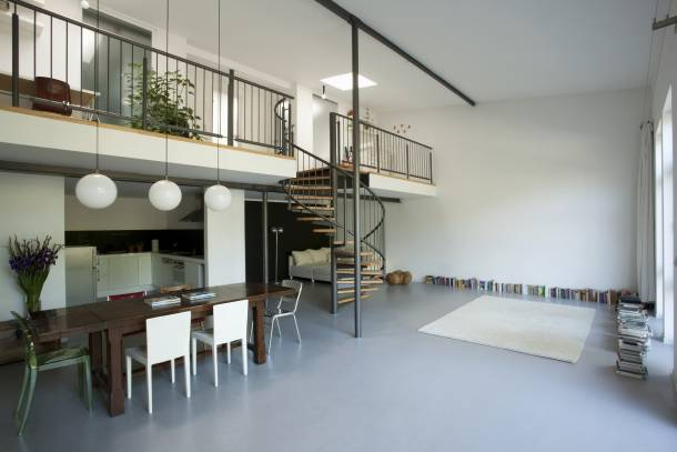 Apartment with mezzanine floor and spiral staircase
