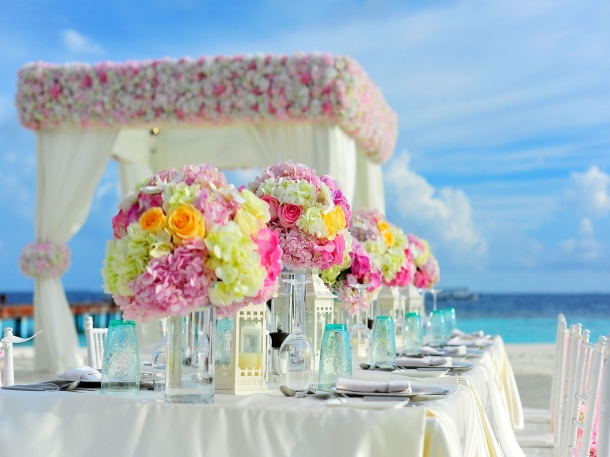 Faktanya, dekorasi bisa menghabiskan anggaran biaya pernikahan tertinggi setelah sewa tempat dan katering. (Foto: Pexels)