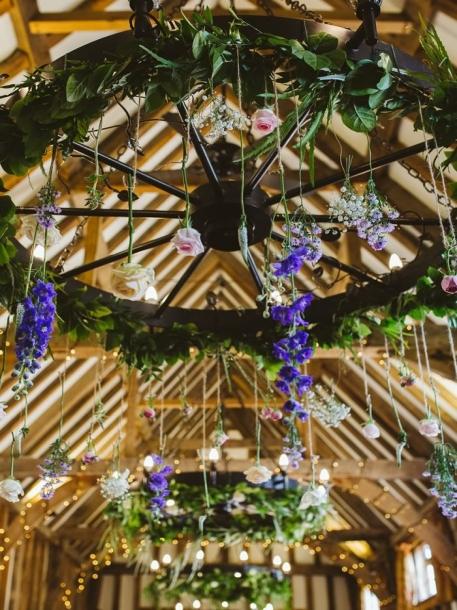 Tanaman hias yang sederhana bisa Anda manfaatkan dan mengesankan bagi para tamu yang juga menyukainya. (Foto: weddingideasmag.com)