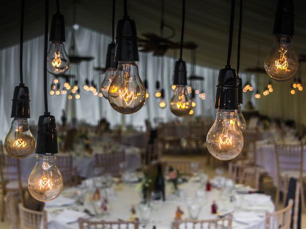 Interior restoran yang elegan dan romantis bisa membuat pesta Anda semakin intim dan seru. (Foto: Pixabay)