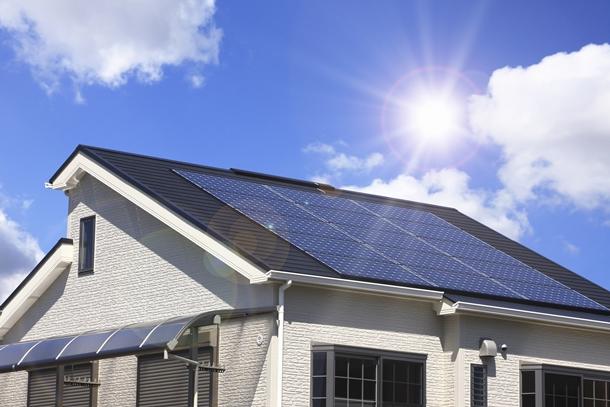 เปลี่ยนแสงอาทิตย์เป็นไฟฟ้า ช่วยให้บ้านประหยัดพลังงาน