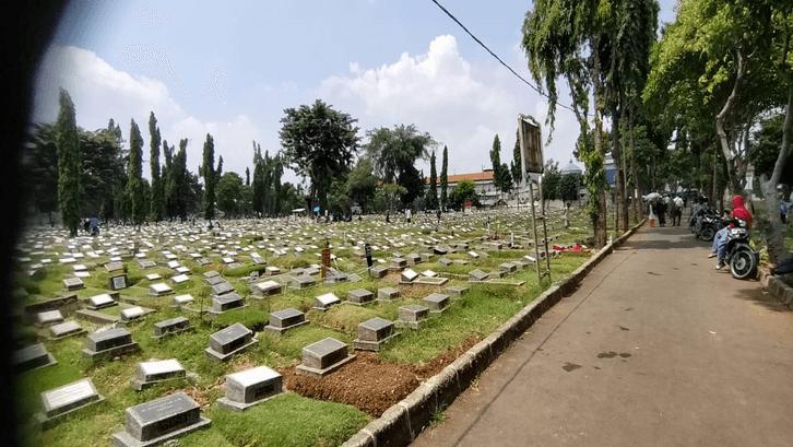 Pemakaman umum yang disedekahkan menjadi bentuk Khairi bagi kepentingan bersama. (Sumber: Nusadaily.com)