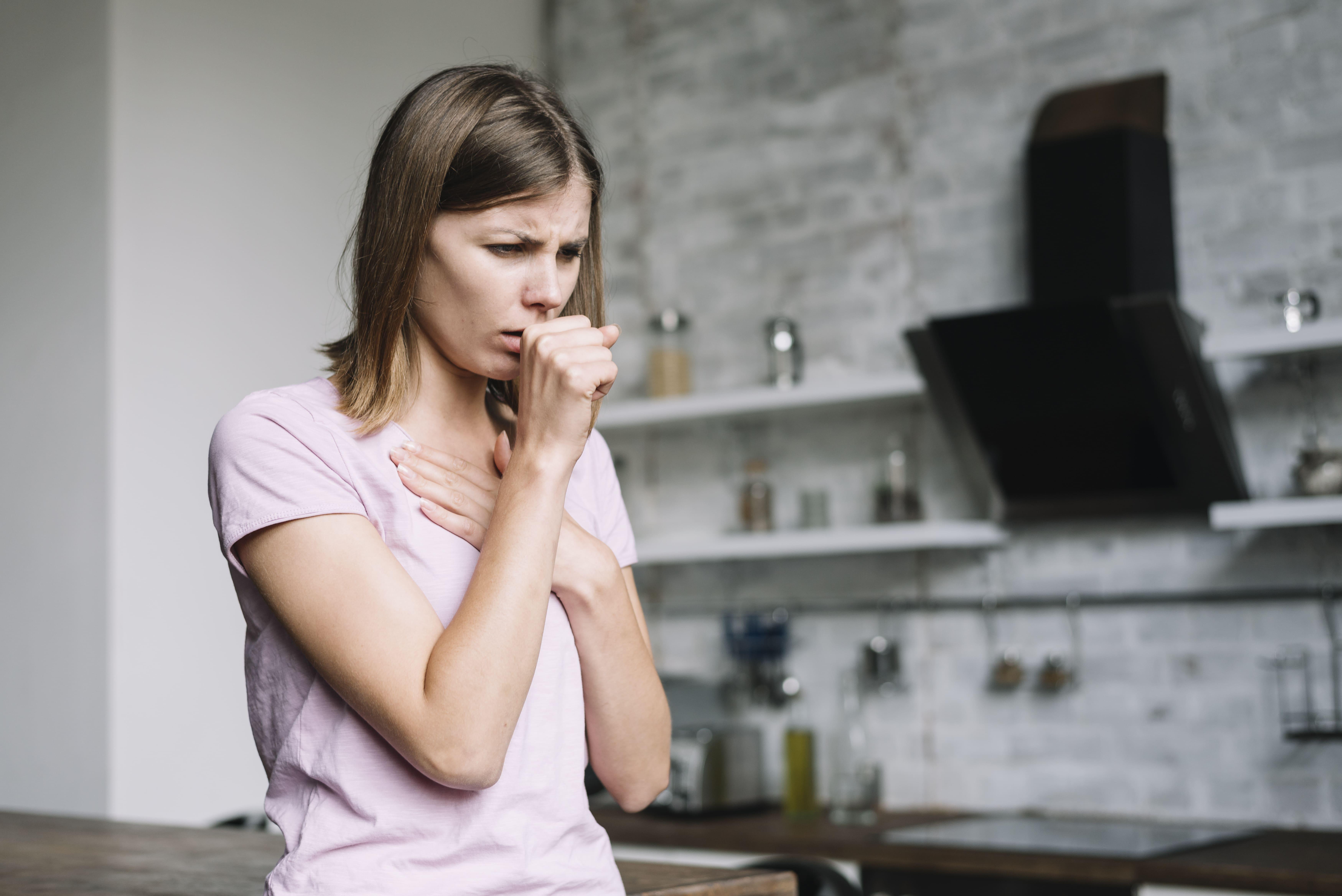 Batuk menjadi penyakit musiman yang muncul pada saat musim hujan. Kunyit menjadi pilihan terbaik dalam mengatasi gejala batuk. (Foto: Freepik)