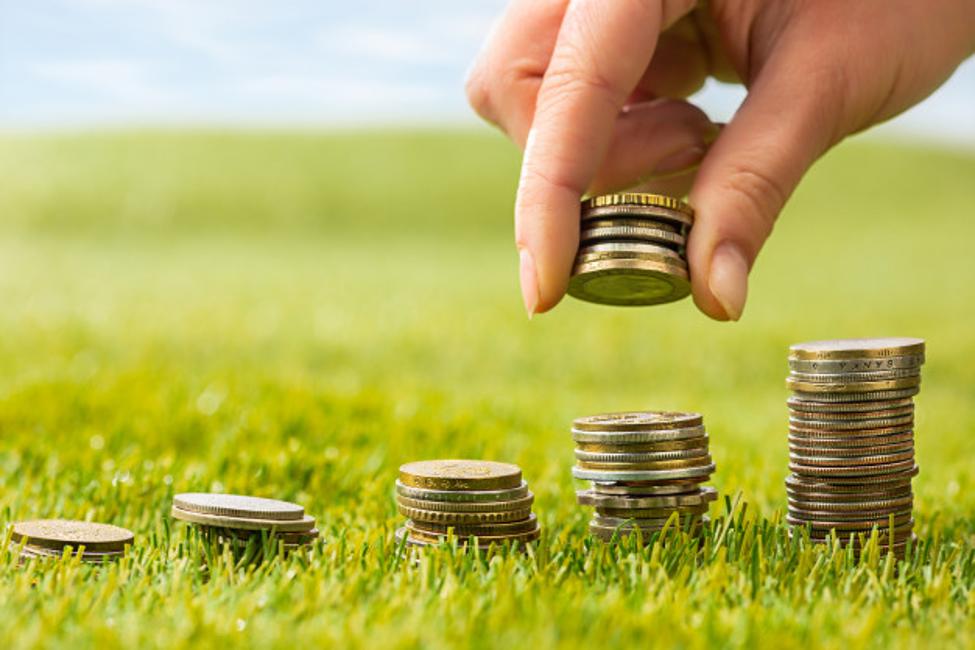Setiap proses pembelian rumah selalu melalui tahap pengurusan Akta Jual Beli. AJB yang dibuat PPAT atau Notaris, nantinya akan digunakan untuk pengurusan peralihan sertifikat dari pemilik lama ke pemilik baru