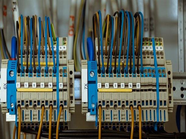 Kabel listrik merupakan media untuk menghantarkan arus listrik. (Foto: Pixabay)