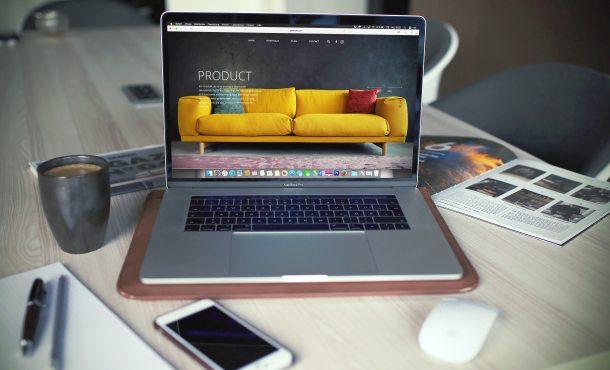 Iklan biasanya dipasang di media offline maupun media online agar dapat dilihat banyak orang. (Foto: Unsplash)