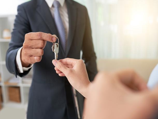 Mempercepat proses penjualan merupakan salah satu manfaat menggunakan jasa properti. (Foto: Freepik)