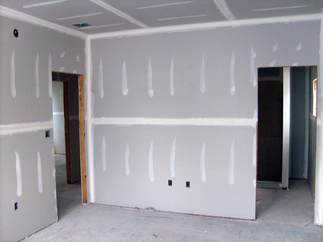 Pembangunan dinding rumah yang menggunakan gypsum rumah lebih mudah untuk dibentuk. (Foto: intekclean.com)
