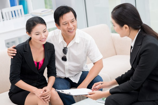 A property agent explaining contract terms to her clients