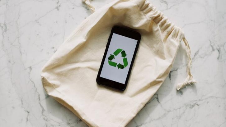 Hindari untuk menggunakan kantong belanja plastik sebagai bentuk untuk mengurangi limbah (Foto: Pexels)