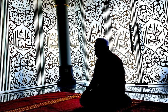 Hukum Sholat di Rumah untuk Tarawih dan Sholat Ied