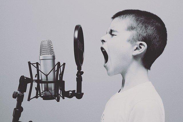 Bernyanyi bisa membuat pikiran menjadi tenang dan bahagia (Foto: Pixabay)