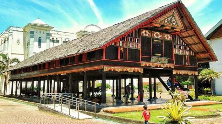Rumah adat Aceh mempunyai keunikannya sendiri. (Foto: Yuk Sinau)