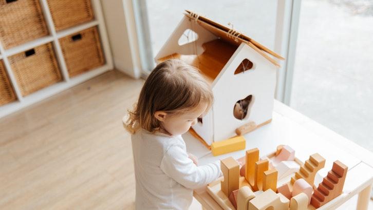 Bagi Anda yang masih memiliki satu anak, rumah dijual dengan luas tanah sekitar 60 hingga 70 m2 sangat layak menjadi pilihan. (Foto: Pexels)