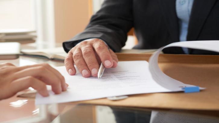 Surat perjanjian sewa ruko dilindungi oleh hukum jadi jangan cemas ketika melakukan transaksi (Foto: Freepik)