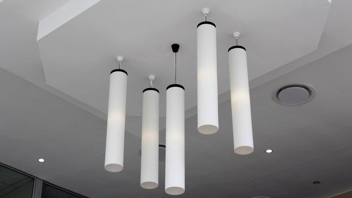 Pilih plafon berdasarkan untung ruginya dan yang sesuai dengan gaya rumah Anda (sumber: Pexels)