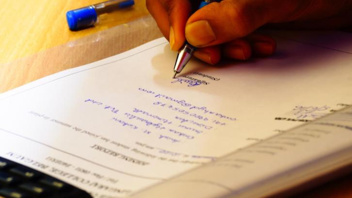 Surat pernyataan tanah tidak sengketa dibutuhkan sebagai salah satu persyaratan dalam membuat sertifikat tanah, hal ini dilakukan untuk menjamin menjamin status tanah. (Sumber: pixabay.com)