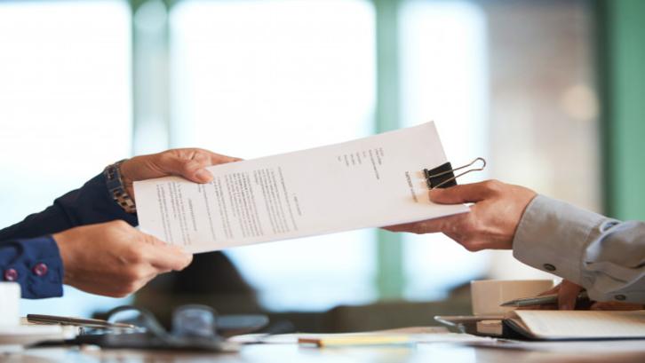 Contoh surat perjanjian sewa ruko yang benar salah satunya adalah dengan membubuhkan nilai sewa (Foto: Freepik.com)