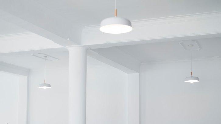 Pemasangan plafon berpengaruh juga pada suasana rumah (sumber: Unsplash)