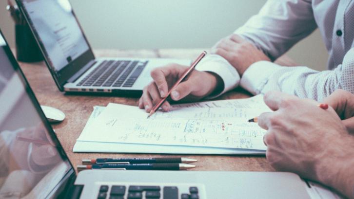 Pejabat pembuat akta tanah atau PPAT bisa menjadi solusi membantu pembuatan sertifikat tanah khususnya pada kasus sertifikat balik nama. (Sumber: Pixabay.com)