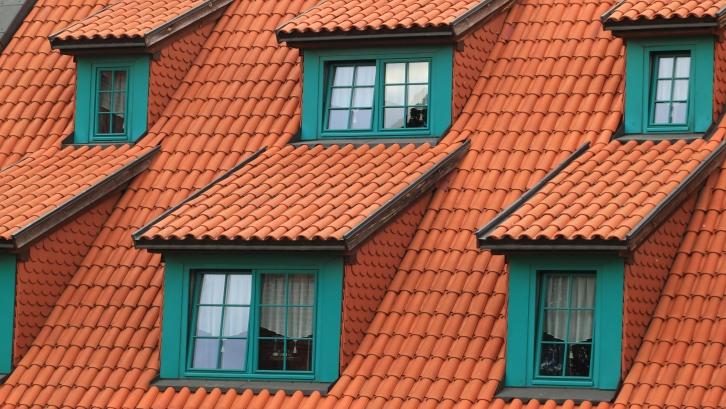 Sesuaikan jenis cat dengan material atap rumah. (Foto: Pexels)