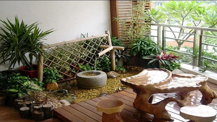 Kehadiran taman minimalis di beranda akan menambah suasana segar di rumah. (Foto: Casaindonesia.com)
