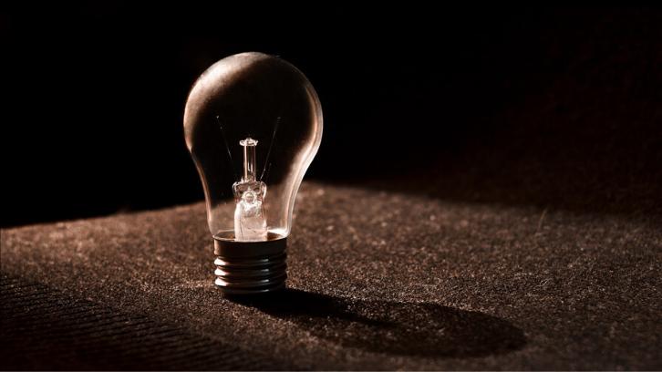 Listrik adalah sumber energi yang terbatas. Matikanlah lampu jika tidak terpakai.(Foto: Pexels)