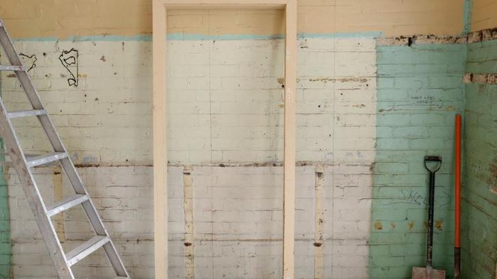 Renovasi rumah memiliki prioritasnya masing-masing. (Foto: Pexels – Laurie Shaw)