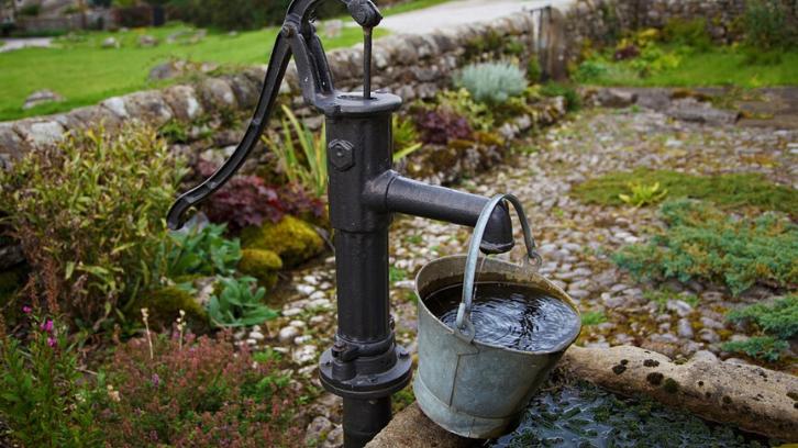 Air sumur bisa Anda dapatkan dengan cara menggali ke dalam tanah. (Foto: Pixabay)